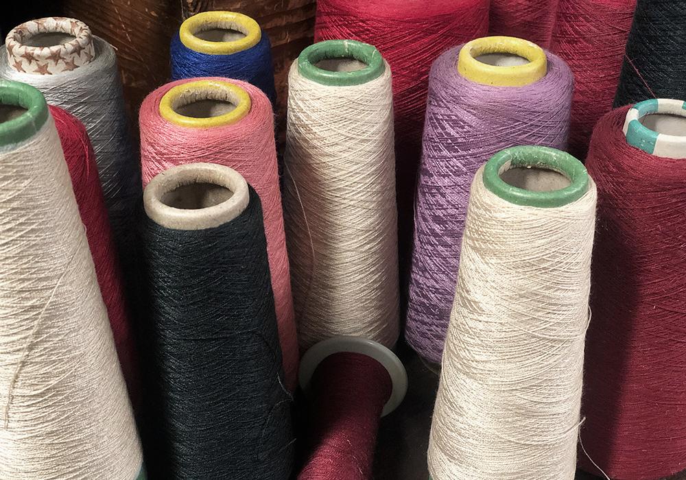 VELOURS DE LYON - Bobine fil de soie, teint Velours jacquards, unis, froissés, gaufrés, peints main - BOUTON RENAUD - SOIES DE FRANCE - VELOURS BLAFO - LYON